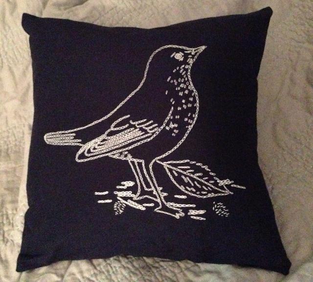 Lo hice en una funda de almohada para una pequeña almohada. :) Gracias por ver mi primer Snapguide! ????????????