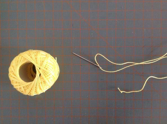 Ahora se puede decorar la Gallina, utilizar algunos de aguja o Aplique.