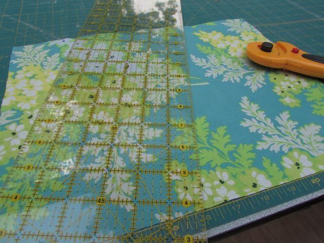 Corte un cuadrado de tela de contraste 11