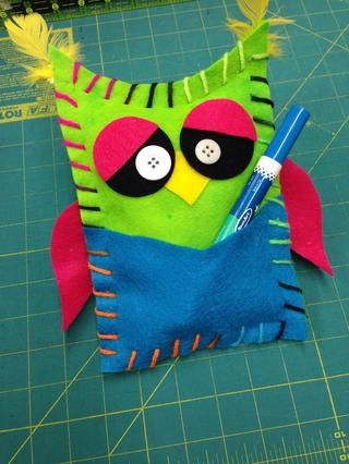 Eso's all it takes to make this sassy little owl! His pocket is ready to keep track of your pens or you can hide some secret summer treasures inside!