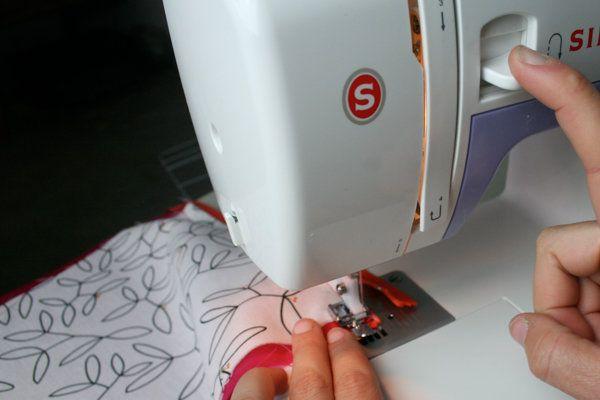 Cómo coser una cremallera | Tutoriales de costura en DiyReady.com