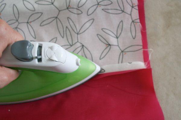 Pulse la costura plana con un hierro | Tutoriales de costura en DiyReady.com