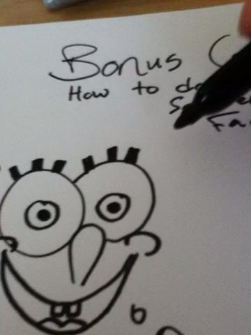 Entonces dibujé pequeños círculos por sus agujeros y se protegió los ojos, la nariz y la boca.