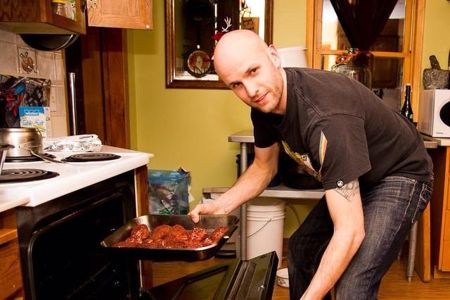 Pegarlo en el horno precalentado y sonreír para la cámara. :)