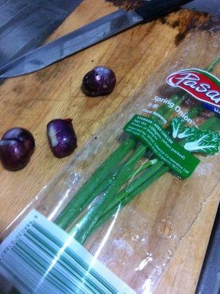 Picar la cebolla y cebolleta