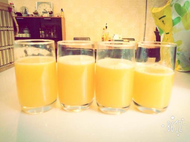 Hay que ir, delicioso jugo de naranja! Tu el que lo hizo, por lo que saben no lo hiciste't put any artificial sugar in it!