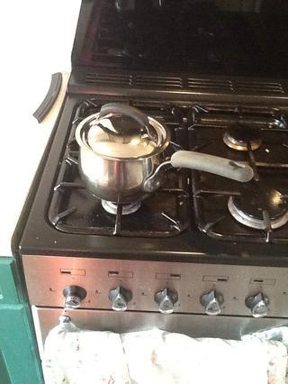 Una vez que el agua esté hirviendo poner una tapa sobre la sartén y cocine a fuego lento durante 5 minutos.