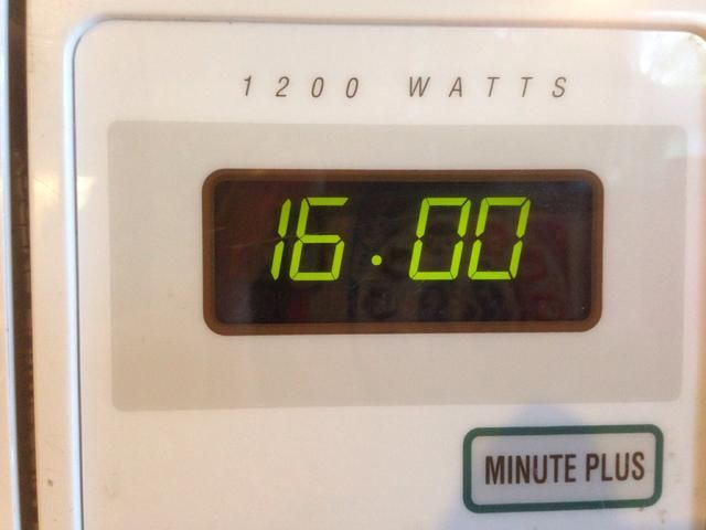 Agregue cuatro minutos por mazorca de maíz. Cuatro mazorcas, la igualdad de dieciséis minutos.
