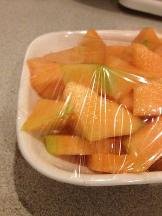 Tapar con un film transparente y refrigerar para guardar distancia. Pasa de los azúcares de los alimentos procesados y refrescos - obtener los azúcares de las frutas. Su cuerpo va a encantar! Mantenerse sano