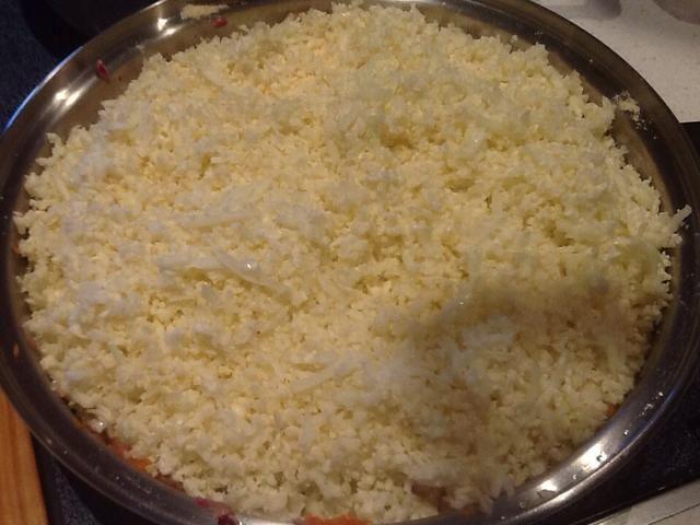 Coliflor capa y 1/2 taza de harina de coco en la cebolla frita. Tape y cocine a fuego lento 15-20 min. Revuelva occ.