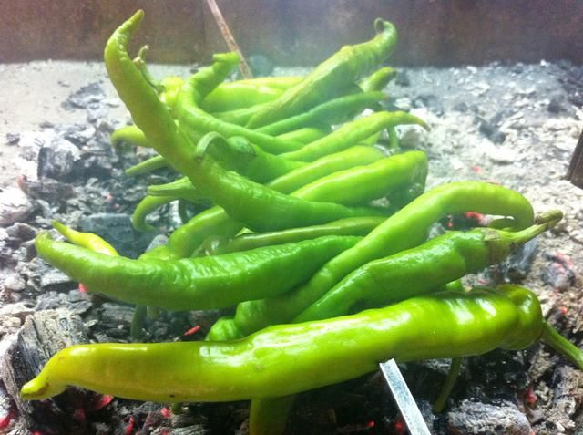Grill algunos chiles si te gustan'em so - I prefer them cold and raw.