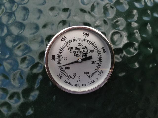 Temperatura objetivo es de 250 °. Cuando llegue a 200 ° cerrar su humo y ventilación de aire mayor parte del camino.