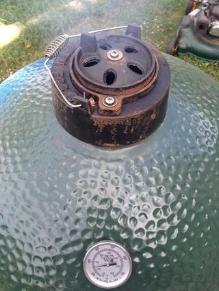 La margarita debe estar a donde los agujeros están abiertos, pero la tapa está cerrada. El pivote de la margarita debe estar en consonancia con el mango y el indicador de temperatura.