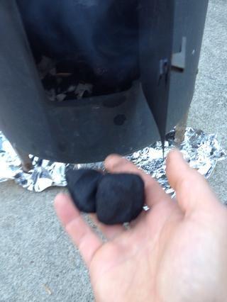 Añadir un par de briquetas cada media hora- usted realmente desea permanecer en la zona ideales 225F. Se necesita un termómetro preciso.