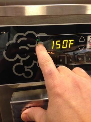 Encienda el horno presionando este botón de encendido. Si utiliza tanto la parte superior e inferior del horno, presione el botón de encendido de fondo y establecer controles de acuerdo al producto ser fumado.