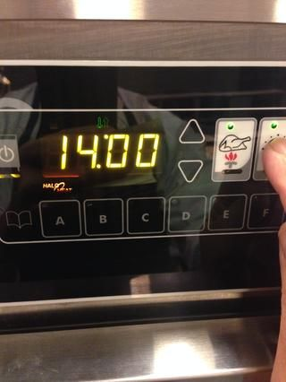 Ajuste el tiempo de cocción de 14 horas pulsando el botón del temporizador (el que tiene el reloj en él) y ajustar con las flechas arriba y abajo.
