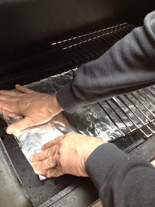 Cubra el fondo de la parrilla con papel de aluminio para facilitar la limpieza.