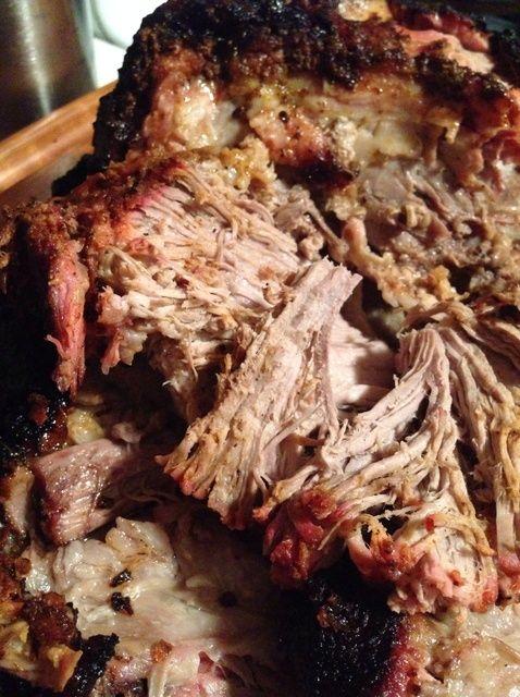 Fotografía - Cómo humo de cerdo hombro en una caldera Grill