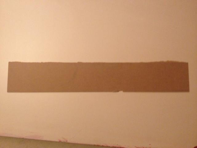 Cortar la madera un poco más grande que la brecha. En mi caso, 7X80 cm