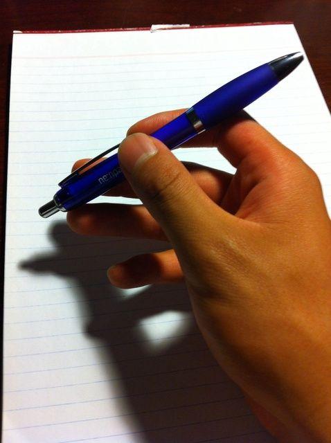 Fotografía - Cómo girar una pluma entre los dedos