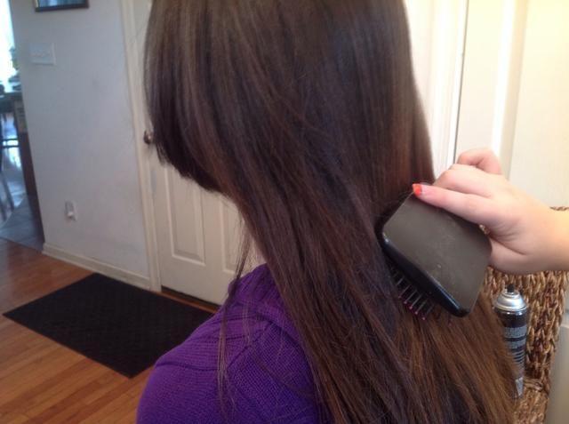 Preparación del cabello: Cepillar el cabello por lo que no hay nudos o enredos.