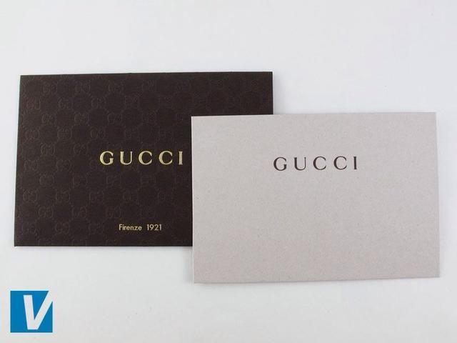 Nuevos bolsos de Gucci son acompañados con tarjeta de Firenze. Compruebe el tipo de letra, espaciado y la colocación del logotipo, así como toda otra copia de los errores de ortografía.