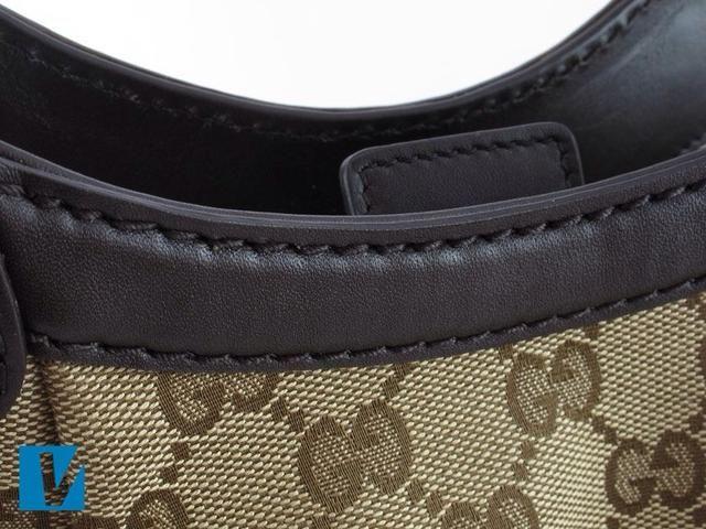 Compruebe la costura en un bolso de Gucci con mucho cuidado. Debe ser recto, limpio, uniforme y limpio.