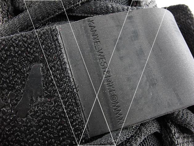 4. Correa KW Texto: La correa tendrá las palabras Kanye West y Nike © MMXI debossed en la parte posterior. Preste mucha atención al tipo de letra utilizado.