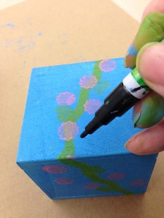 Cuando tú're done stamping your bank, use the paint pen to add details and your name!