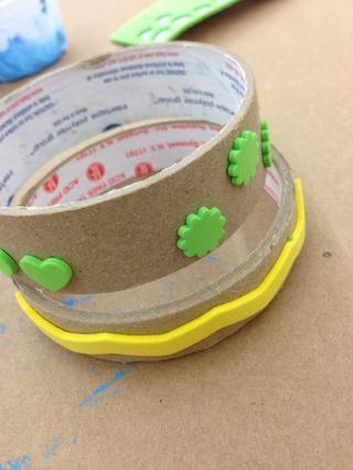 Se puede usar cualquier disposición de pegatinas de espuma para sus sellos.