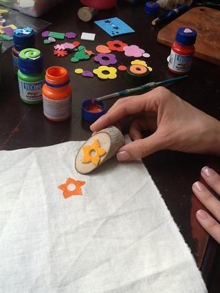 Selle la tela / estampa el sello Sobre la tela