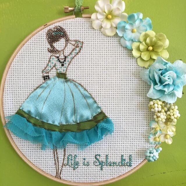 Punto de cruz su sentimiento, de montaje en su aro y decorar con unas flores preciosas! Encuentra más ideas en mi blog milagroscrivera.blogspot.com