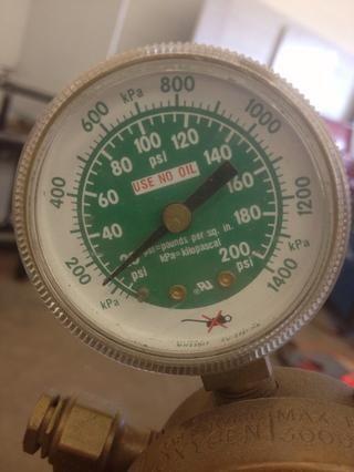 Ajuste la presión de trabajo de 20 PSI (nunca más de 40 PSI)