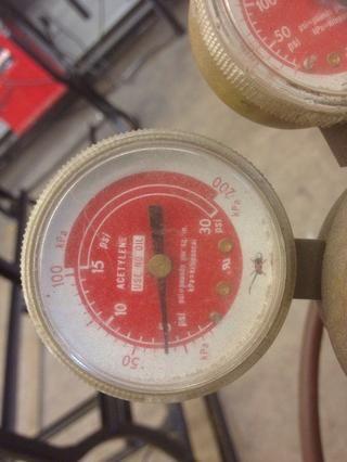 Ajuste la presión de trabajo de 5 PSI (nunca más de 15 PSI)