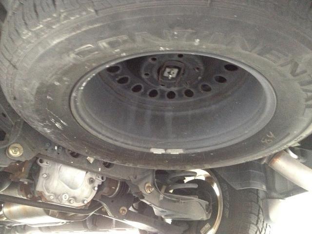 En la parte posterior, esto es lo que parece para el neumático de repuesto para mi SUV