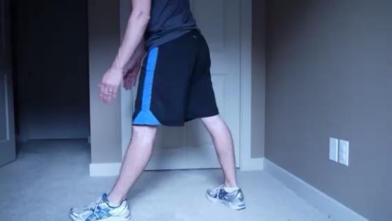 SPLIT-LEG Estiramiento de los isquiotibiales - Esto es más intensa que la versión de pierna ancha. Trate de mantener la rodilla estirada delante. Levante el dedo del pie delantero si se puede. Repita el procedimiento para las dos piernas.