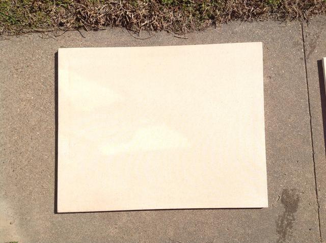 Ahora deje secar. Esto reduce el lienzo a las juntas para que se ajuste bien y aprieta las arrugas de distancia.