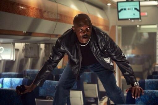 Haga un poco de gimnasia y / o dar un paseo de vez en cuando. Por lo general hay's some space where the toilets are located. Your body needs the circulation! The photo is from the (B)movie Snakes on a plane.
