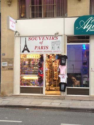 Evite comprar recuerdos en pequeñas tiendas como ésta. Si quieres calidad ir a museos tiendas, tienen el mismo tipo de productos, pero por el precio normal.