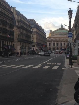 Espere a que el hombre verde para cruzar la calle y don't crosse just because some idiots did.