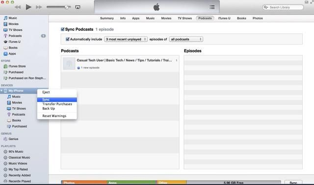 Sincroniza las selecciones de podcast de iTunes en el dispositivo móvil por hacer clic derecho en el dispositivo móvil's name in the left iTunes panel and selecting