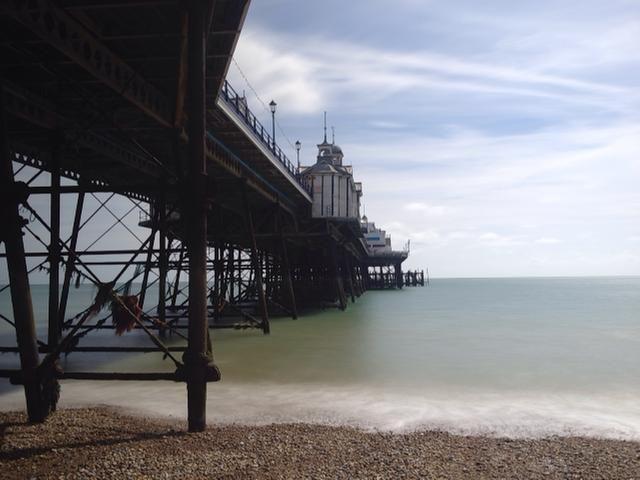 A continuación, disparo de configuración y el marco. Esta imagen es de Eastbourne Pier, Sussex. (imagen de los derechos de autor steve Angelkov)