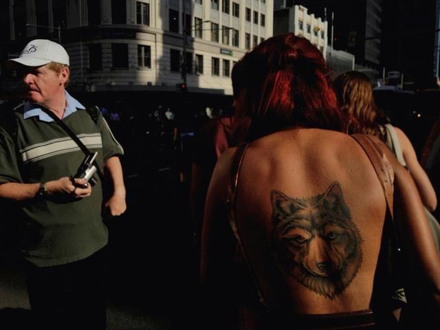 La exposición se bloquea de manera que se aísla el tatuaje, que se suma al impacto de la imagen final. La exposición estaba cerrada antes de que la imagen fue enmarcado (copyright Imagen Oliver Lang).