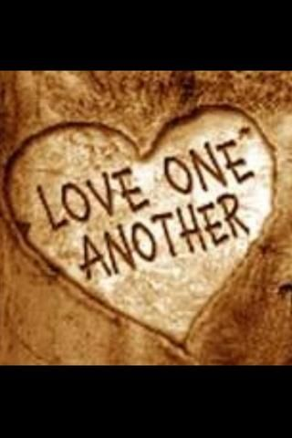 Amar a los demás. Deje que sus seres queridos sepan que usted ama. Dar abrazos, besos y decirles, te amo. Hacer actos de bondad al azar por los demás y cosecha lo que siembra. El amor que viene de atrás es ..Love!