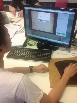 El estudiante usa Thinglink subir capturas de pantalla y selección de fotografías (instrucciones a pantalla son en el documento).