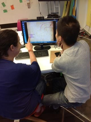 Los estudiantes exploran el juego durante 5 minutos.