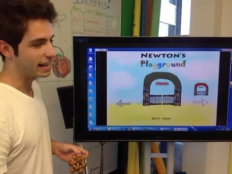 El profesor explica los tutoriales como un conjunto de herramientas para ayudar a los estudiantes antes de intentar resolver un nivel de nuevo.