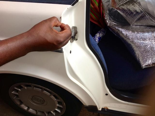 Esmalte de uñas Dab en chip y crear una capa protectora