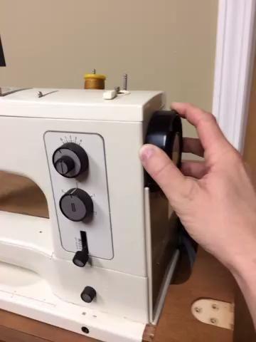 Gire la rueda de la aguja hacia la izquierda (hacia usted). Para mover la aguja hacia abajo y una copia de seguridad.