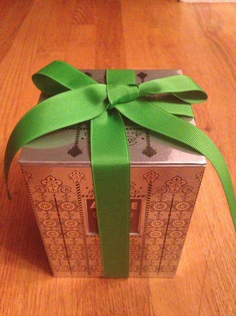 Fotografía - Cómo atar una cinta de regalo en W / o el Terrón en la parte inferior